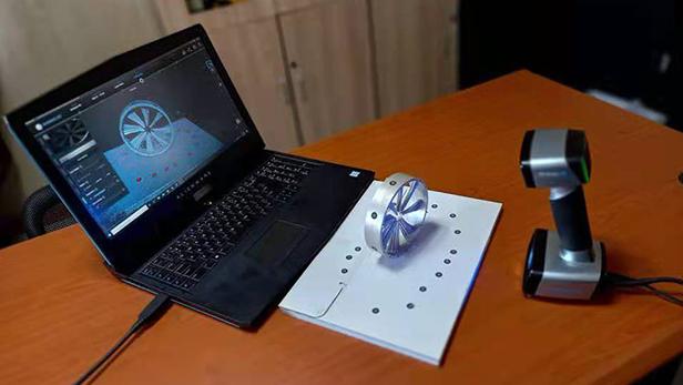 EinScan HX scanned a metallic impeller in laser mode